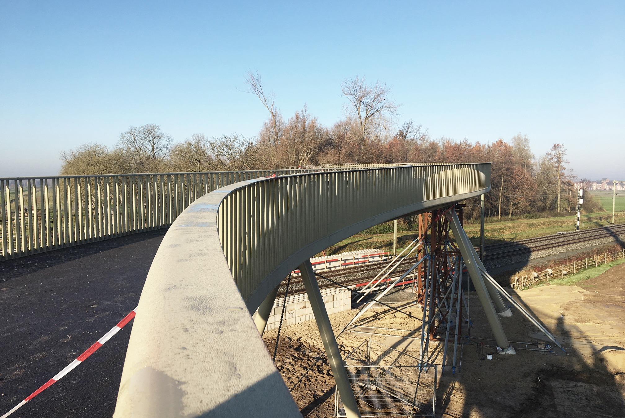 Bridge Lingezegen under construction